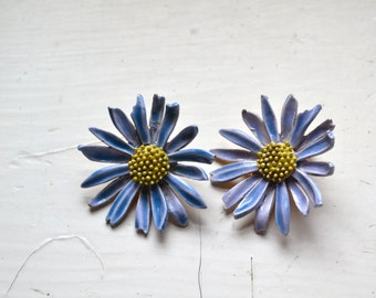 1960s ART Daisy Clip Earrings