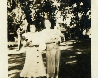 """Vintage Photo """"Amnesia Cousins"""" Weird Mistake Snapshot Photo Old Photo Black & White Photography Found Photo Paper Ephemera Vernacular - 124"""