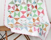 Flower Patch Baby Quilt - Hour Glass Quilt - Lori Holt -  Bee in My Bonnet