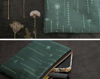 Flower Zipper Pouch. Floral Makeup Bag. Small Cosmetic Bag. Travel Bag. Storage Bag. Fabric Design. Botanical Print. Botanical Fabric. Purse