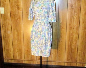 On Sale-Lovely FLORAL 1940's/50's WIGGLE Dress