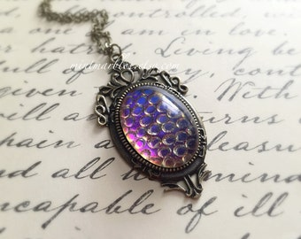 Thousand Eyes Oval Glass Cabochon Necklace. Dragon Egg. Cobalt Blue and Pink. Purple. Deco Style Setting. Brass. Vintage Style. Silver.