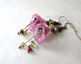 Lucite Flower Earrings in Purple and Olive Green. Calla Lily Earrings. Handmade Woodland Faerie Earrings. Purple and Green Earrings