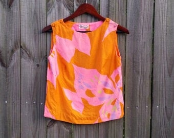 XS S Extra Small Vintage 60s Orange Pink Floral Print Mod Modette Trippy Sleeveless Shoulder Button Hipster Indie Pretty Shell Blouse Shirt