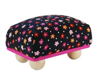 "Large 6"" x 4"" Pincushion with Feet"