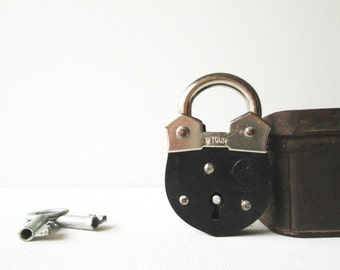 Vintage mini padlock miniature lock and key - Black (UNUSED)