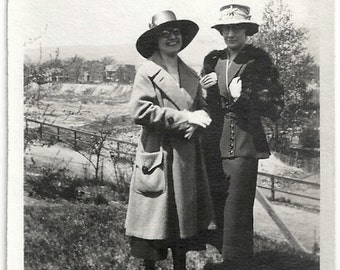 Old Photo 2 Women wearing Coat Hats Fur 1920s Photograph snapshot vintage