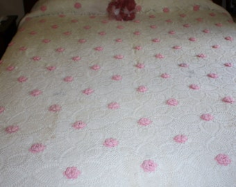 Vintage Crocheted Rose Pineapple Bedspread Coverlet Cottage Chic Bed Pink Roses Shabby Chic Bedroom Decor