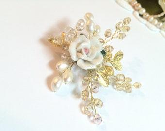Flower wedding brooch, pearl flower accessories, pearl bridal brooch, brooch, wedding brooch, mother of the bride brooch, bridesmaid brooch