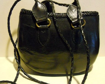 Lovely vintage leather shoulderbag, bucket bag, Italian bag with long braided straps. vg condition