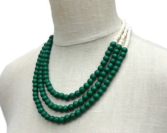 green necklace / green beaded necklace / green bridesmaid necklace / green and white / green statement necklace / kelly emerald forest green