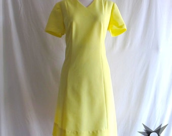 Vintage 1960's Mod Lemon Yellow Short Sleeve Mini Shift Dress Size Large