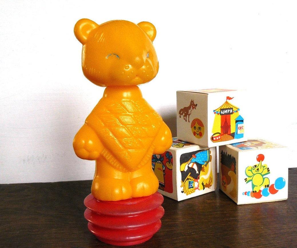 Sowjetischen spielzeug gelb zirkus tiger auf rot quietschen