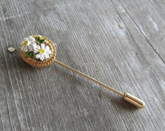 Adorable Vintage Painted Daisy Lapel Pin