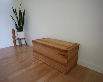 Solid Wood blanket chest in Red Oak