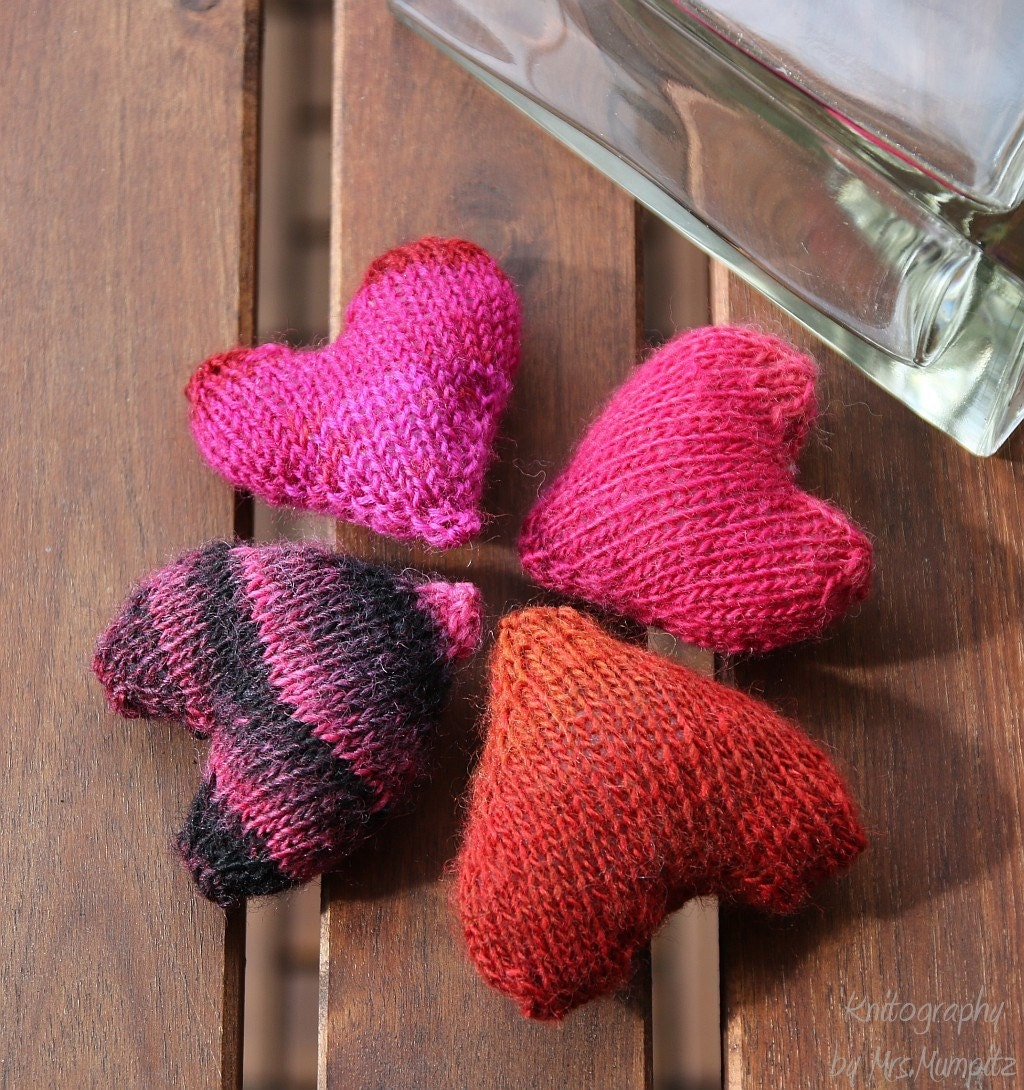 Heart Decoration Knitting Pattern : Stuffed hearts knitting pattern - Hearts for mobile, gifts ...