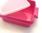 retro fun pink Tupperware sandwich keeper; school office conister, old fashioned food storage containers; 1362-20 yesteryears