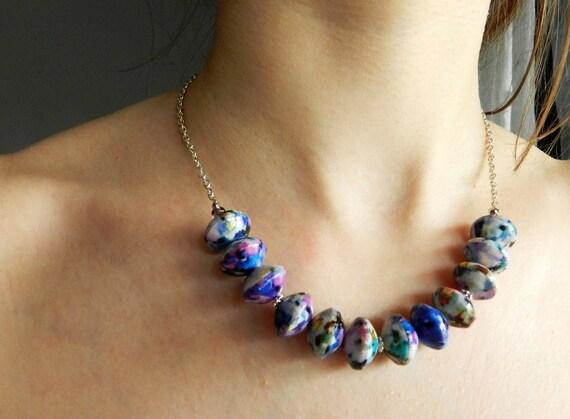 Collana viola blu multicolore perle di carta rivestite di for Scatole rivestite in stoffa tutorial
