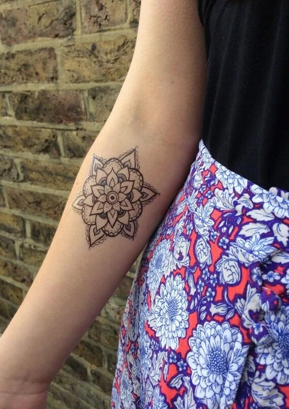 Style henn tatouage temporaire floral g om trique mandala - Tatouage manchette mandala ...