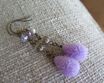 lavender earrings, lilac earrings, purple earrings, pale purple earrings, romantic earrings, flower earrings, lavender jewelry, feminine