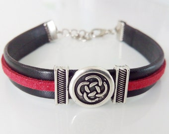 Leather bracelet. Celtic symbol. Mens bracelet. Unisex jewelry.