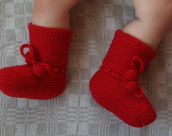 Red Merino Wool Boots for Babies, Hand Knitted Baby Accessory, Gift for New Born. Other colors/ available