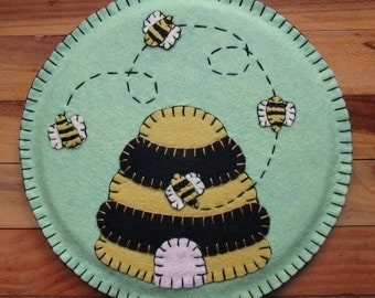 Wool Felt Beehive Trivet Hot Pad In Pistachio Green