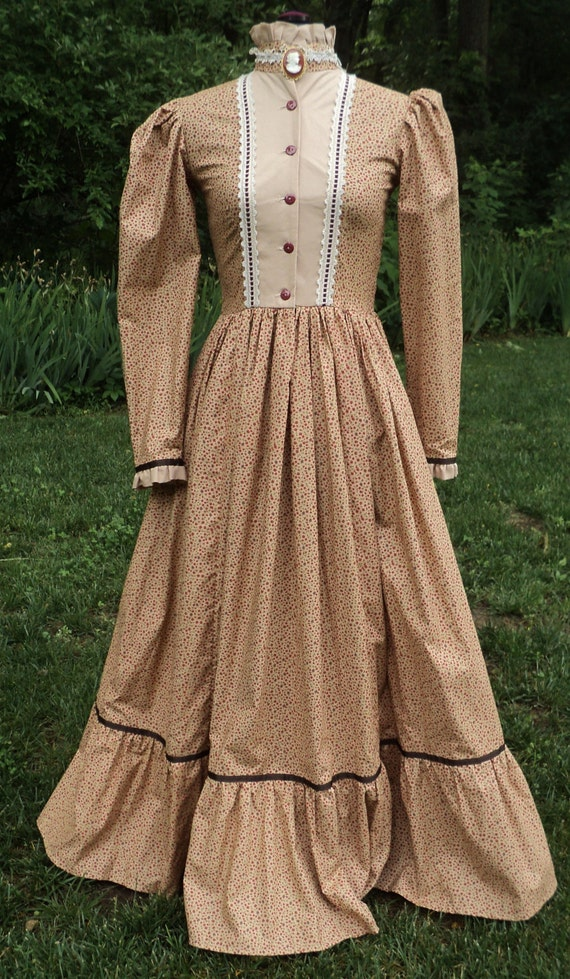Old Fashioned Dresses Of The Pioneers