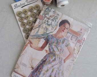 Très chic true vintage c1960s UNUSED French sewing pattern~Le Patron De Paris~Dress with fitted bodice & full skirt (2052)