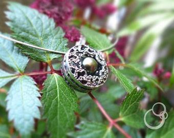 """Collier """"Capture"""" #2, pendentif en argent massif partiellement oxydé, perle de Tahiti, câble argent, pendent sterling silver, Tahiti pearl"""