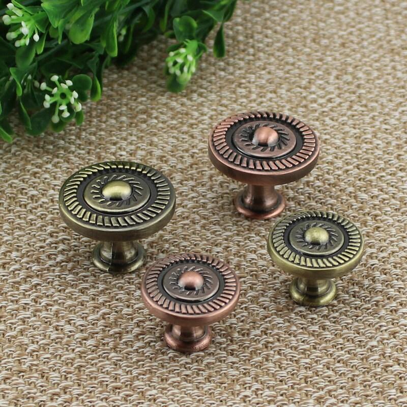 boutons de tiroir bronze antique commode boutons tire tire. Black Bedroom Furniture Sets. Home Design Ideas