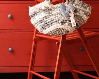 Borsa artigianale di cotone fatta a mano, grigia e bianca, tecnica uncinetto, 40x17x12 cm, handmade bag, gray white, cotton, crochet hook