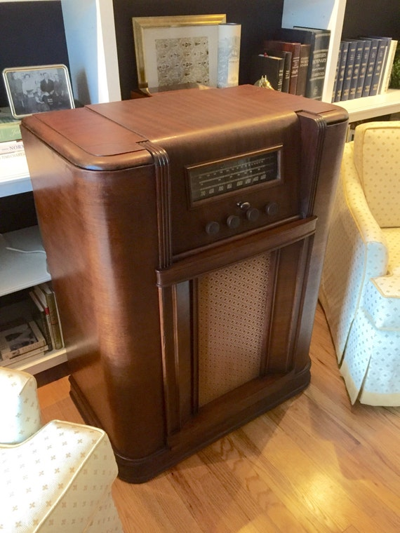 The Speakeasy Tm Antique Radio Hidden Liquor Cabinet Bar