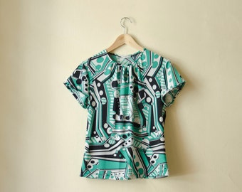 Retro Tshirt, Green Retro Print Green Black and White 60s print Summer Jersey Top