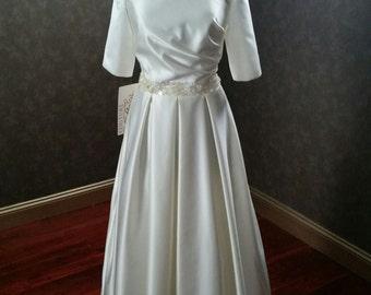 Modest Wedding Dress Bridal Gown Ivory V-Neck Ready to Ship