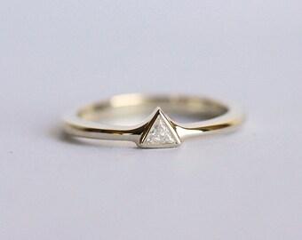 blauer topas ring gold topaz ring drei stein ring zierliche by minimalvs etsy. Black Bedroom Furniture Sets. Home Design Ideas