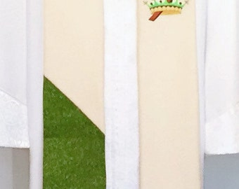 SALE - Green & Ivory Clergy Stole w/ Christ the King Crown and Green Colors