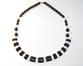 Vintage Black and White Czech Glass Vintage Necklace (N-1-3)