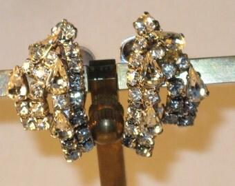 Vintage Kramer Clear Rhinestone Clip Earrings (E-2-3)