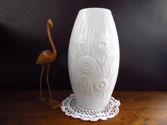 sale gro e wei e porzellan vase von schumann arzberg blumen. Black Bedroom Furniture Sets. Home Design Ideas