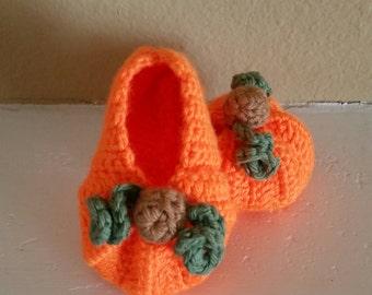 Pumpkin booties, pumpkin shoes, crochet baby pumpkin shoes, Halloween booties, handmade baby shoes, photo prop, baby gift, baby Halloween
