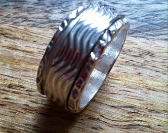 Double Spinner Silver ring with waves pattern