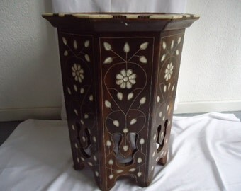 antique Persian table/parelmoer table/pagoda table