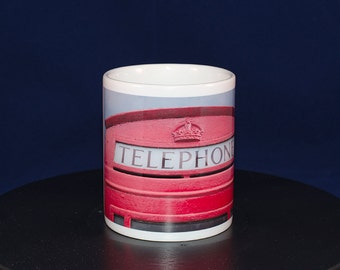 Ceramic mug with Telephone Box design