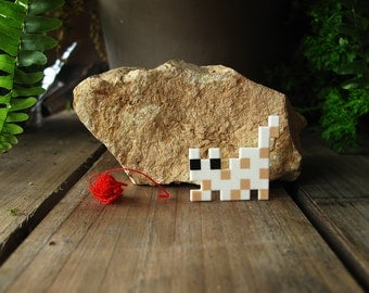 Spotted Pixelpet hunting cat brooch