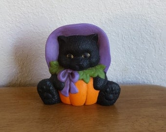Ceramic Pumpkin Belly Cat with bow on left (#203A)
