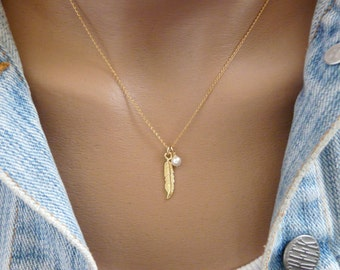 Feather necklace, Gold feather, Feather pendant, Pearl necklace, Delicate necklace, Boho necklace