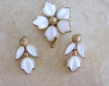 Trifari Poured Glass Fashion Blossoms Pin Earrings White Jewelry Set