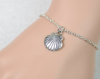 sea shell bracelet, silver shell charm on silver plated chain, sea shell bracelet, beach wedding, bridesmaid gift, ocean,adjustable bracelet