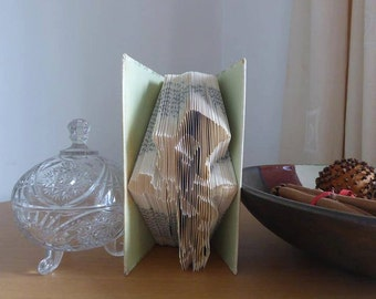 Book folding art pattern for the Mad Hatter (alice in wonderland)